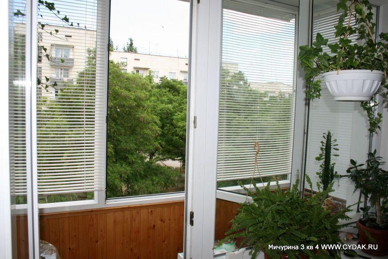 Выход на балкон, отсюда видна не очень большая часть судака..